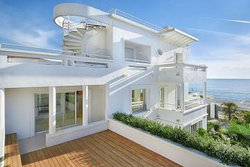Во всем мире престижные дома на набережной в среднем на 40% дороже