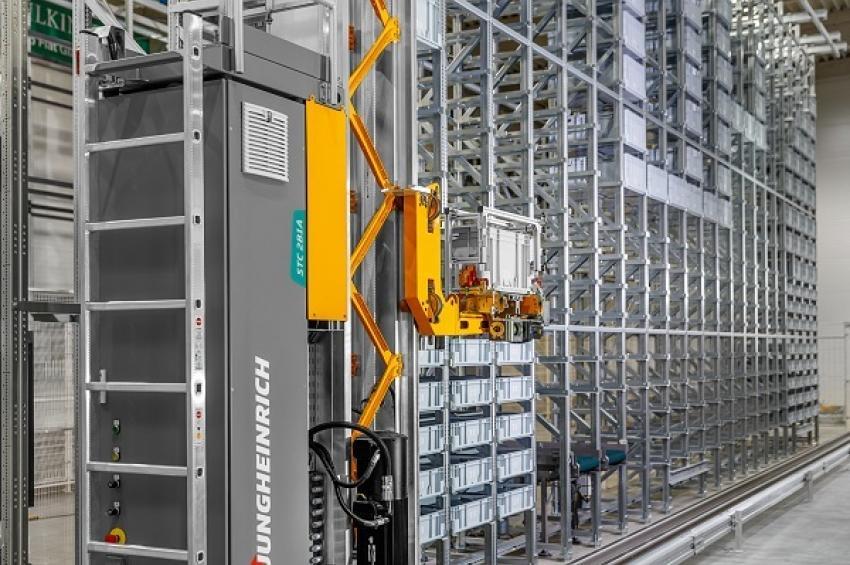 Новый кран-штабелер Jungheinrich STC 2B1A на автоматическом складе VAHLE Group