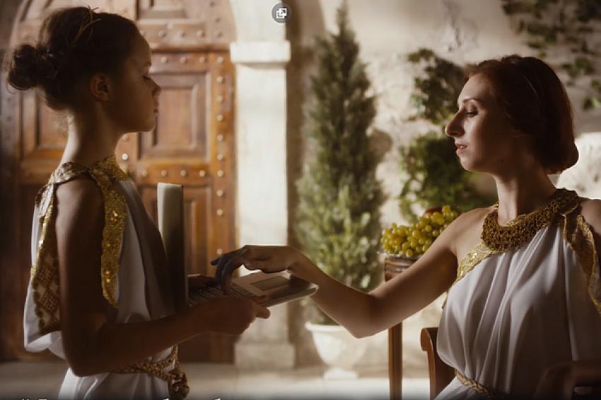 «М.Видео» сняла мокьюментари-видео про ноутбуки в Древней Греции